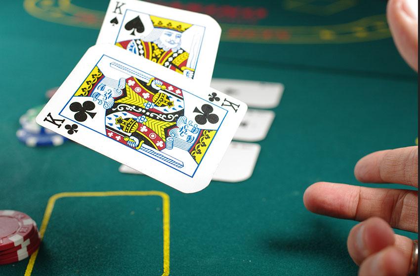 игра в покер на деньги на дому